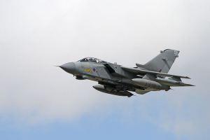 800px-Panavia_Tornado_GR4_4_(5969084992)